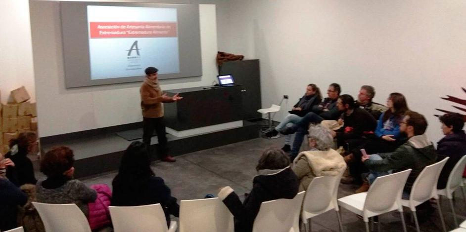 Charla coloquio sobre flexibilidad de la normativa higiénico sanitaria en Extremadura.